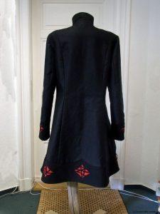 wintermantel-schwarz-rot